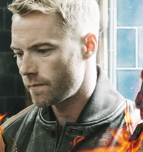 "Ronan Keating re-embraces his ""inner popstar"" on ""Fires"""